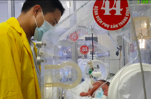 Anh Hùng đã được gặp con tại Bệnh viện Phụ sản Trung ương sáng 24/5