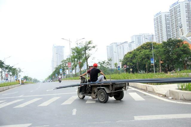 Có thể nói, xuất phát từ nhu cầu vận tải hàng hóa của người dân cao, đặc biệt chở vật liệu xây dựng, đồ đạc trong các tuyến đường nhỏ, ngõ ngách chính là một trong những nguyên nhân dẫn đến sự xuất hiện nhiều hoạt động xe tự chế.