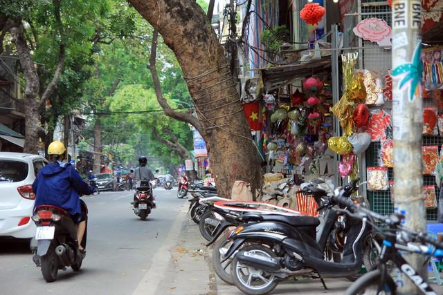 Một góc phố Hàng Mã (quận Hoàn Kiếm).