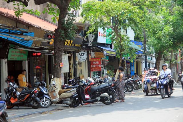 Trước cửa số 143 Hàng Lược (quận Hoàn Kiếm).