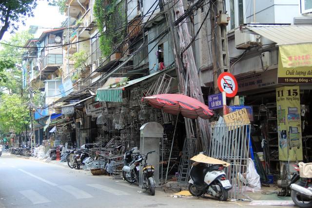 Tình trạng này đã tạo nên một hình ảnh thủ đô nhếch nhách, chật chội, lộn xộn trong mắt người dân, đi ngược lại với chủ trương kiên quyết xử lý vi phạm về trật tự đô thị của UBND Thành phố Hà Nội.
