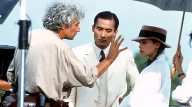 Đạo diễn Jean-Jacques Annaud chỉ đạo trên trường quay