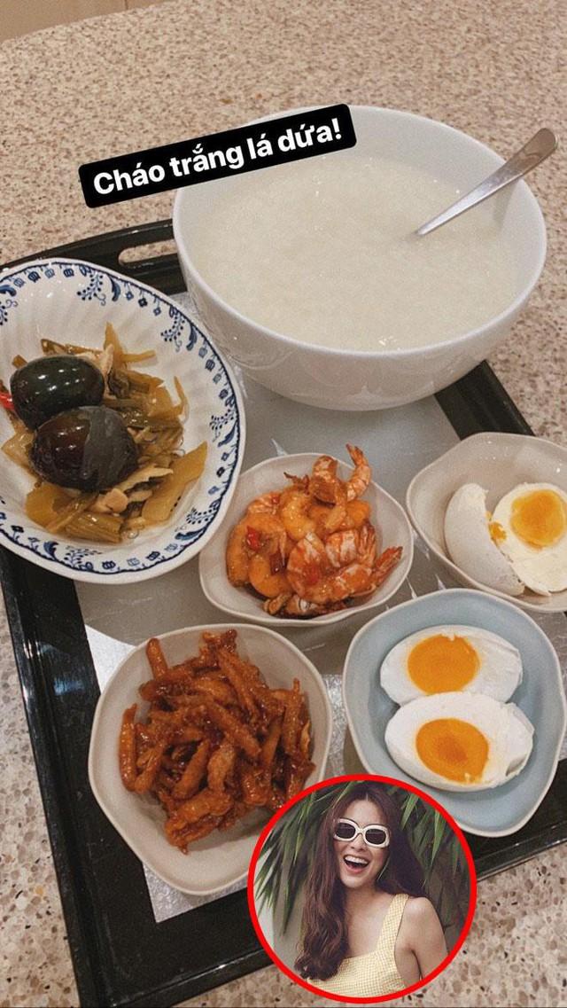Món cháo trắng lá dứa hấp dẫn của Tăng Thanh Hà.