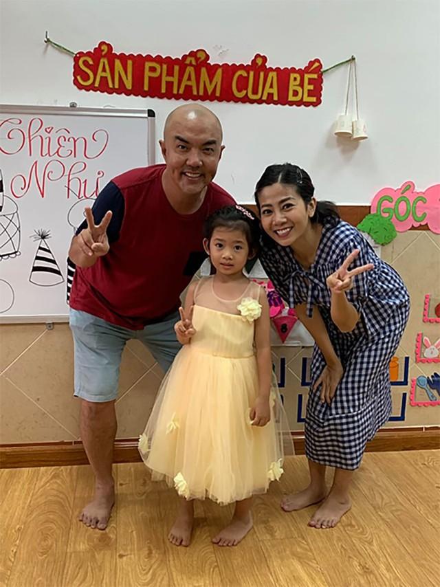Bé Lavie được thầy cô tổ chức sinh nhật sớm.