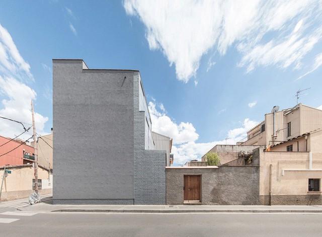H. Arquitectes đã xây dựng 1105 House tại Cerdanyola del Vallès, Barcelona vào năm 2015.