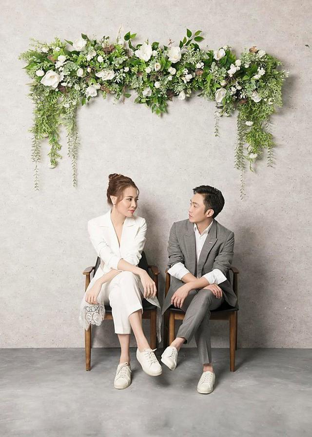 Hình ảnh hiếm hoi trong bộ ảnh cưới cũng được cặp đôi hé lộ sau lễ đính hôn.