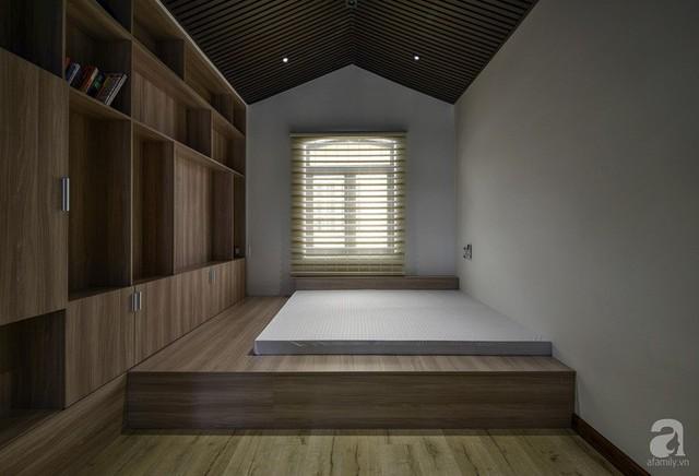 Phòng ngủ được theiét kế đơn giản.