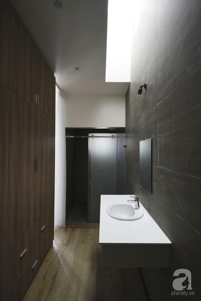 Phòng tắm đủ đầy, hiện đại.