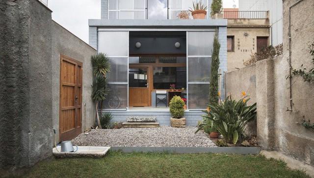 Không những thế nó còn là không gian chuyển tiếp giữa trong nhà và ngoài trời.