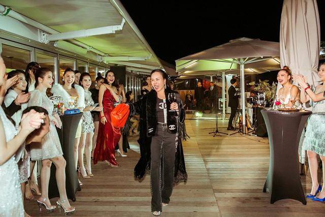 Set đồ khiến bạn gái Quách Ngọc Ngoan trở nên lạc lõng trong bữa tiệc ở Cannes mới đây