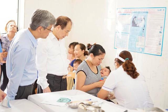 Tiêm vaccine mới cho trẻ em ở xã Thi Sơn, huyện Kim Bảng, Hà Nam, sáng 25/5.