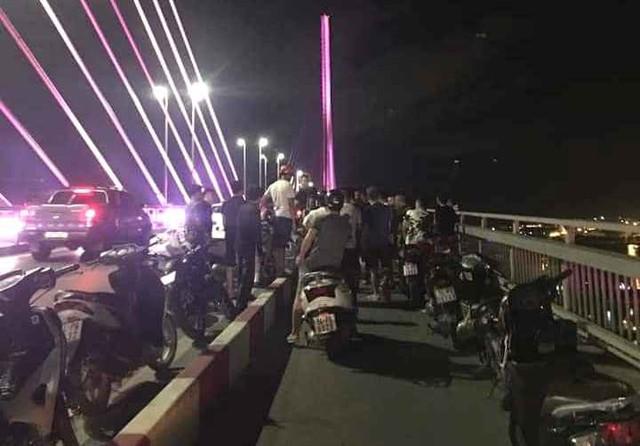 Cầu Bãi Cháy, nơi xảy ra sự việc nữ nhân viên nhảy xuống biển tự tử đêm 24/5. Ảnh: Bạn đọc cung cấp