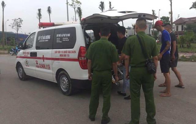 Sau khi nhảy từ trên cầu vượt xuống đất để thoát thân, 3 thanh niên phải nhập viện cấp cứu