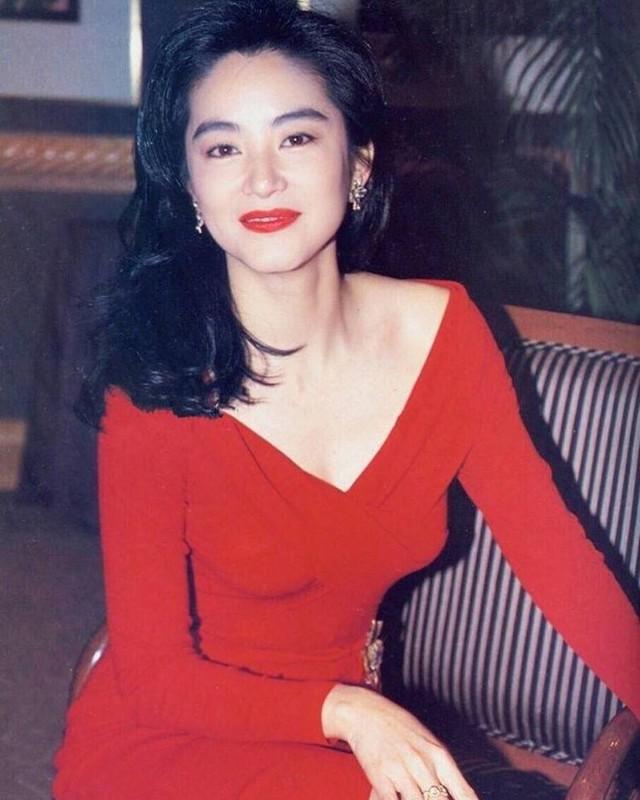 Đằng sau người đàn bà tài sắc với những vai diễn kinh điển trên màn ảnh Hồng Kông là những mẩu chuyện tình tốn không ít giấy mực của truyền thông Hoa ngữ trong nhiều thập niên qua. ẢNH: WEIBO NV