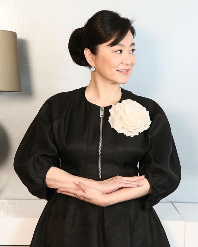 """Hơn 20 năm làm vợ đại gia, cuộc sống của Lâm Thanh Hà toàn bị bủa vây bởi nhà """"khủng"""", xe sang cùng những khối tài sản đáng mơ ước. ẢNH: WEIBO NV"""
