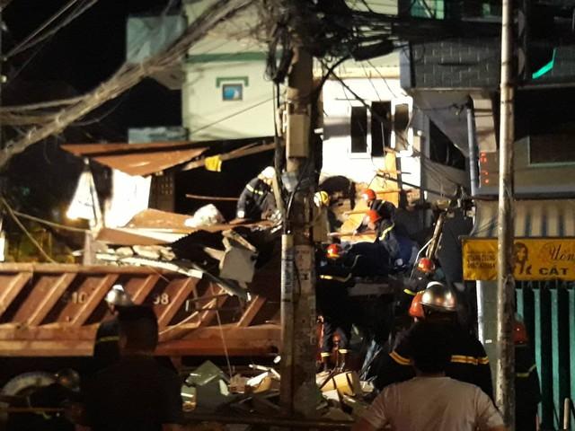 May mắn tài xế vẫn còn sống, nhưng bị thương rất nặng.