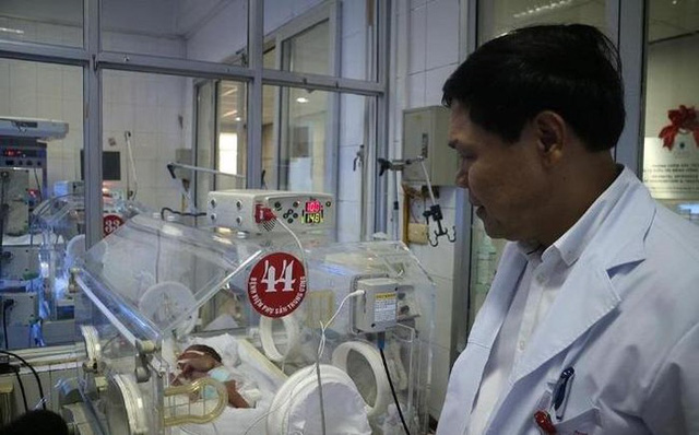 PGS Trần Danh Cường nói em bé đang tiến triển tốt.