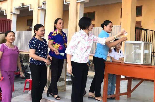 Hoàn cảnh khó khăn của em Quang gặp tai nạn được BGH, tập thể giáo viên chung tay giúp đỡ. (Ảnh: Nhà trường cung cấp)