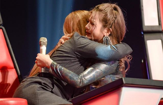 Rosie Bảo Yến ôm Thanh Hà khóc nức nở khi bị loại.