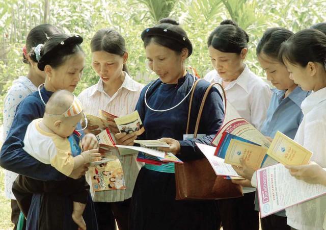 Tuyên truyền chính sách dân số là một trong những giải pháp giúp ổn định mức sinh thay thế. Ảnh: Dương Ngọc