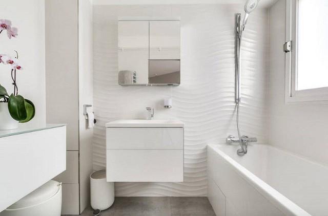 Một phòng tắm tối giản ở Pháp sử dụng thiết kế tủ nổi.