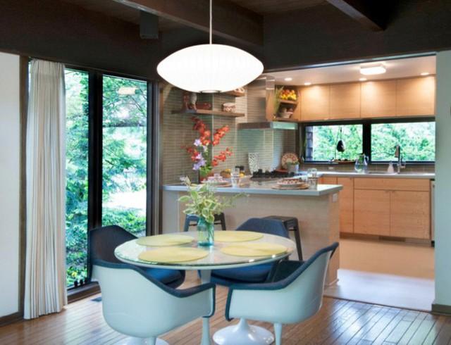 Khi làm việc với không gian bếp có thiết kế mở, hãy tiếp tục trang trí theo phong cách hiện đại cho các phòng liền kề.