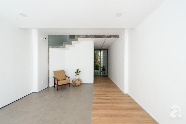 Mỗi khu vực chức năng đều được tối giản hóa từ nội thất đến màu sắc tạo nên vẻ đẹp hiện đại, cuốn hút và tiện dụng cho không gian sống.