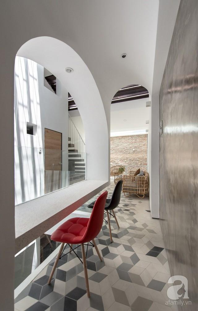Đường cong mái vòm tạo điểm nhấn đặc biệt cho ngôi nhà.
