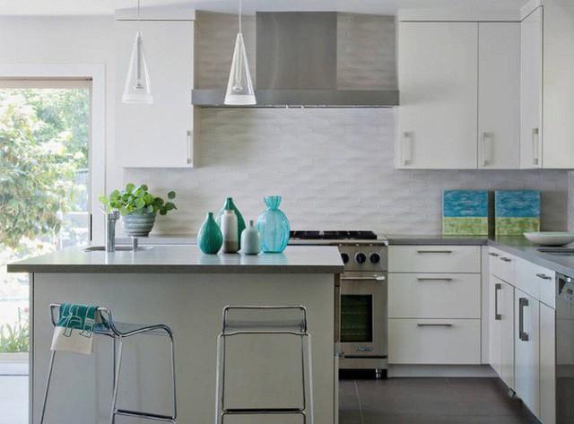 Màu ngọc lam có lẽ là màu sắc thiết kế hiện đại trong nhà bếp đang phổ biến nhất. Thêm một số điểm nhấn màu ngọc lam như thế này cho nhà bếp của bạn nhé.