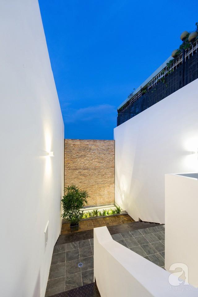Khoảng diện tích mái với từng góc nhỏ đặc biệt tạo vẻ đẹp ấn tượng cho ngôi nhà.
