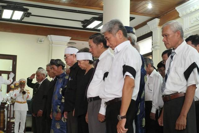 Gia tộc họ Lê tại Phú Lộc viếng nguyên Chủ tịch nước, đại tướng Lê Đức Anh. Ảnh: Thanh niên