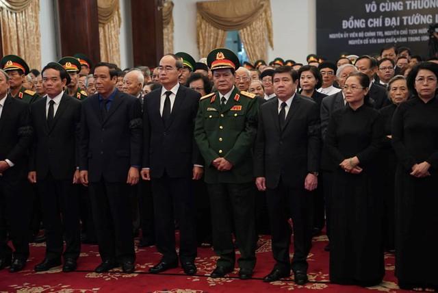 Các lãnh đạo, nguyên lãnh đạo viếng Chủ tịch nước, đại tướng Lê Đức Anh tại Hội trường Thống Nhất (Q.1, TP.HCM). Ảnh: Thanh niên