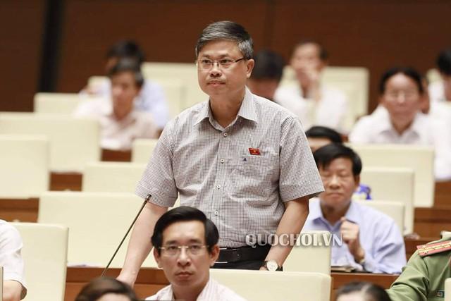 Đại biểu Nguyễn Sỹ Cương (đoàn Ninh Thuận) nêu quan điểm về sai phạm trong kỳ thi THPT Quốc gia năm 2018 vừa qua. Ảnh: Quochoi.vn.