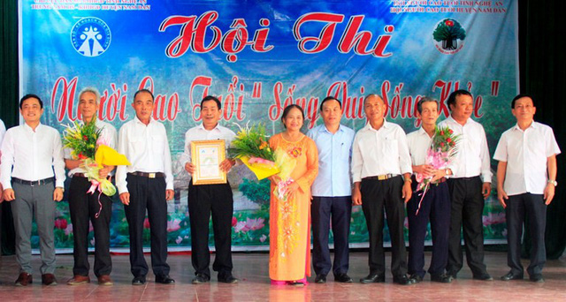 Đội người cao tuổi xã Xuân Hòa dành giải nhất hội thi.