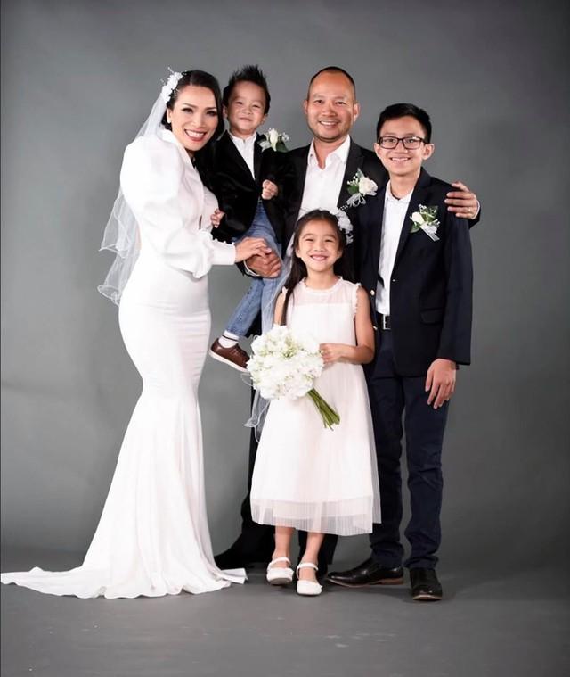 Gia đình hạnh phúc của Hồng Ngọc.