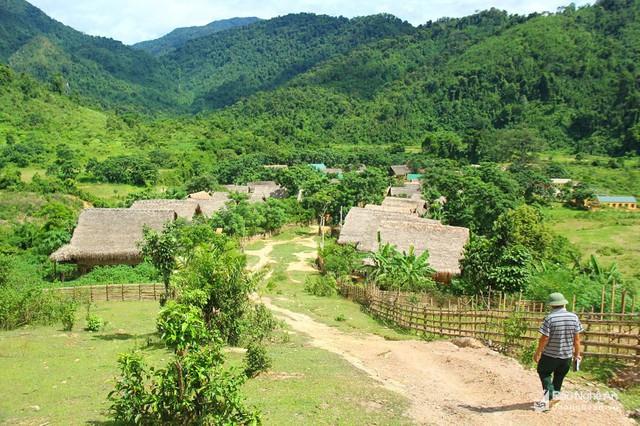 Bản người Đan Lai ở xã Môn Sơn, nơi xảy ra nhiều trường hợp hôn nhân cận huyết. Ảnh: Tiến Hùng