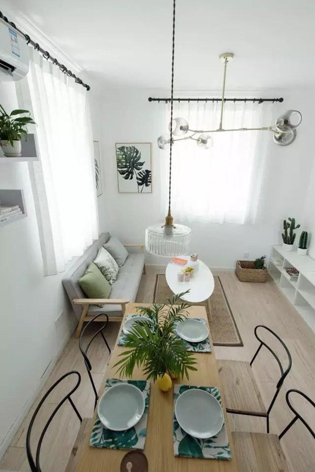 Góc ăn uống nhỏ xinh đặt ngay cạnh phần tường vuông góc với ghế sofa.