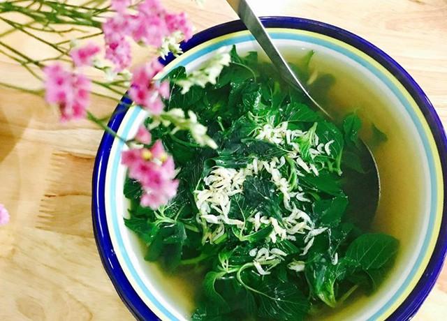 Món canh tép moi nấu rau dền cơm ngọt thanh có vị rất lạ.