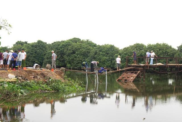 Hiện tại, công việc sửa chữa, gia cổ cầu tạm Bồng Lai đang được người dân tiến hành khẩn trương và khoảng 1 tuần nữa câu cầu tạm sẽ hoàn thành