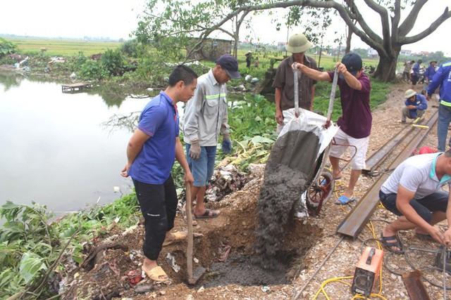 Việc xây dựng cầu tạm được người dân Bồng Lai tính toán cụ thể, tỉ mỉ dựa trên nguồn đóng góp tự nguyện của mọi người