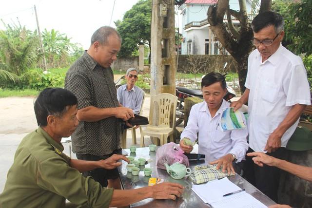 Việc xây dựng cầu tạm Bồng Lai dựa trên tinh thần tự nguyện đóng góp của người dân và các tổ chức