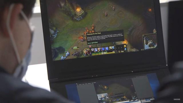 Không chỉ có màn hình độc đáo, những chiếc laptop màn hình kép này cũng có cấu hình đủ mạnh để xử lý đa tác vụ và các ứng dụng/trò chơi nặng. Ảnh: The Verge.