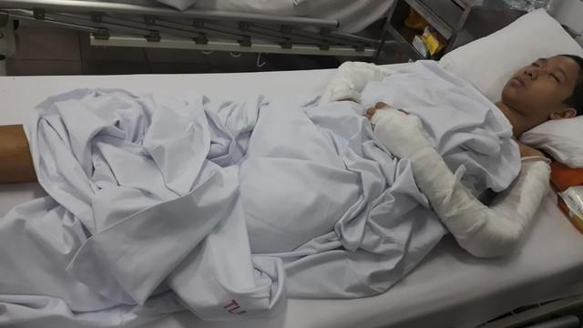 Em Đỗ Mạnh Quang đang nằm điều trị tại Bệnh viện Việt Đức