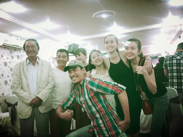 Tấm ảnh chụp cùng nghệ sĩ Lê Bình và đồng nghiệp khiến Mai Phương xúc động.