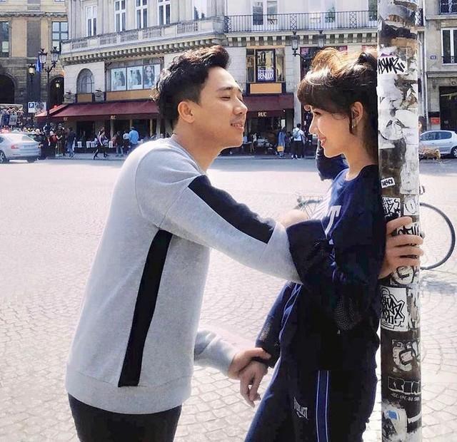 Cặp đôi đã chọn Paris làm điểm đến du lịch và kỉ niệm ngày yêu hoành tráng.