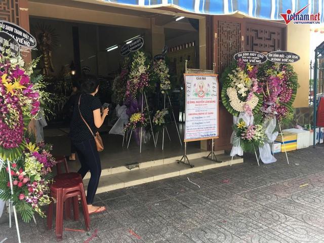 Tang lễ của bố nghệ sĩ Việt Hương được diễn ra tại chùa Ấn Quang, TP.HCM.
