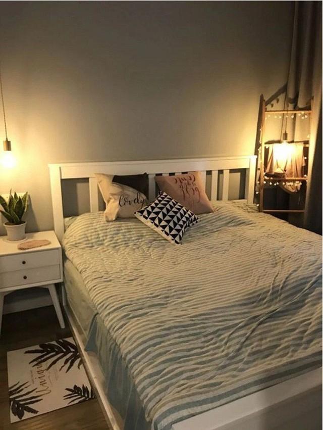 Phòng ngủ riêng tư, ấn tượng với chi tiết trang trí của thảm và chăn.