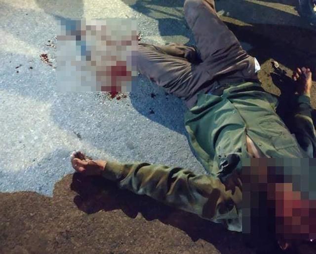Nạn nhân đi xe máy bị thương sau vụ va chạm.