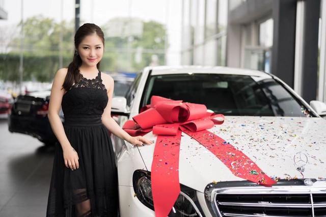 Sau khi nổi tiếng, Hương Tràm đã tậu được xế hộp, có nhà tiền tỷ ở TP HCM