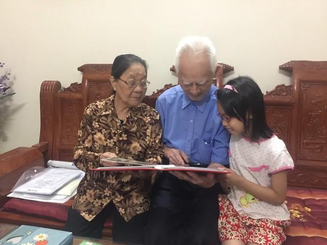 Anh hùng Phùng Văn Khầu và người vợ hạnh phúc sau 60 năm chung sống.